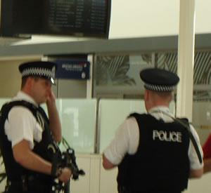 london_edin_police_machine_guns.jpg
